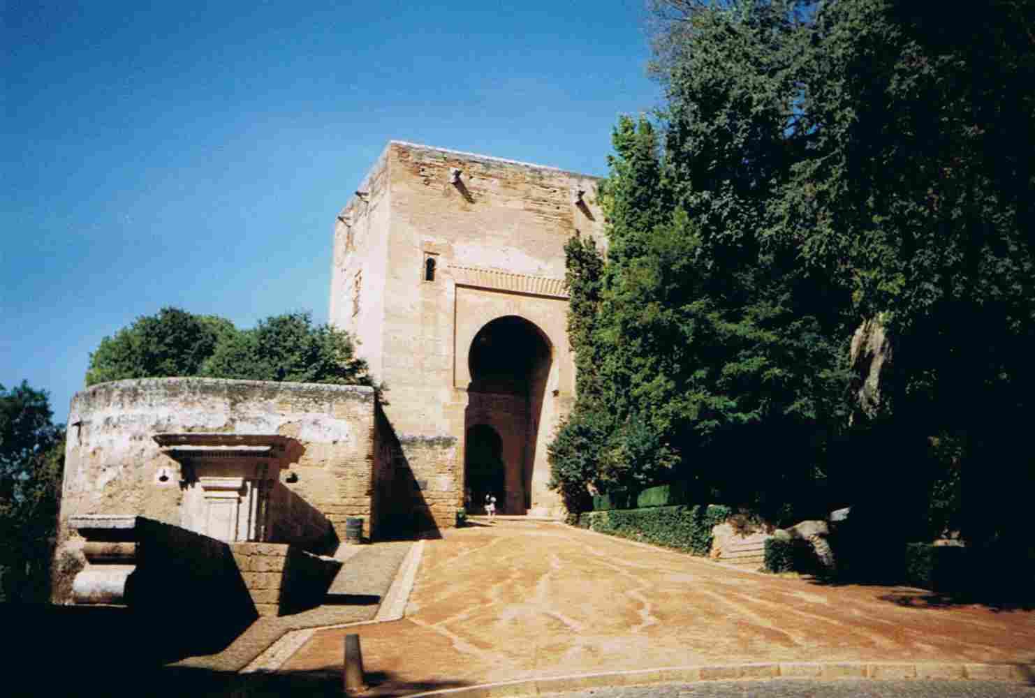 Alhambra, Puerta de la Ley